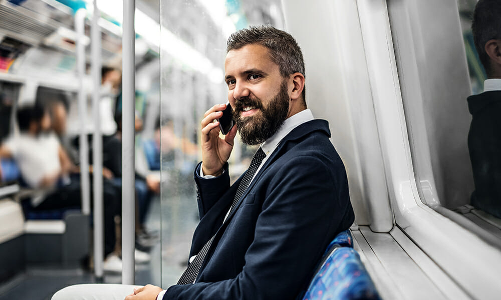 Talking-on-the-phone-in-Japan-on-public-transport