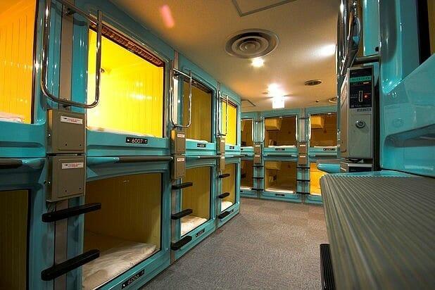 sleeping-in-a-box-capsule-hotel
