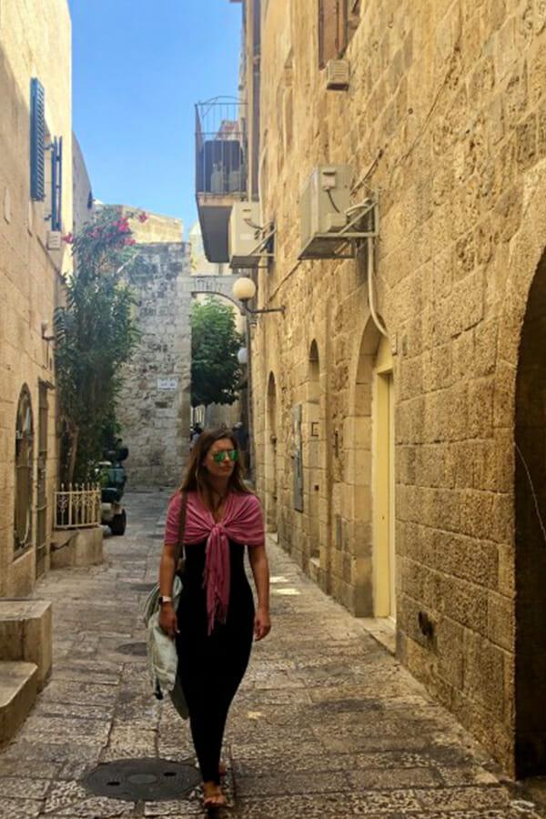 covering shoulders in Jerusalem