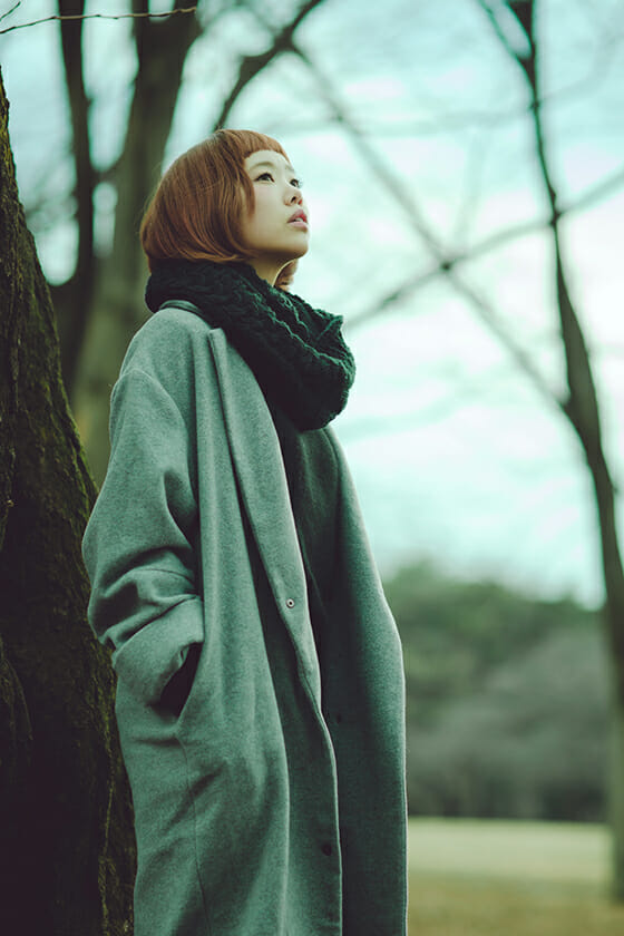 Dress like the locals: Wear long line winter coats, layered with chunky scarves. (Photo: takasuii)